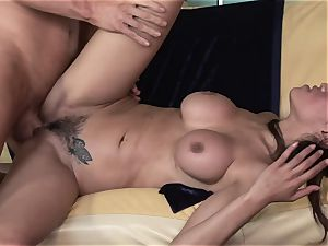 bootylicious Latina takes care of her enormous sexual appetite