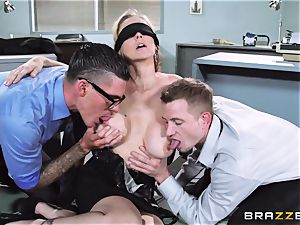 gorgeous manager Julia Ann gets a double creaming