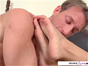 Jessica Jaymes is ready and wild to get pulverized by Ryan