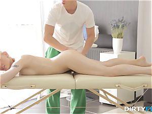 muddy Flix - hook-up on a folding massage table