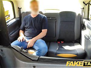 fake cab instructing the new damsel cab driver