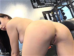 screw Confessions Ariana porks a random boy at the gym