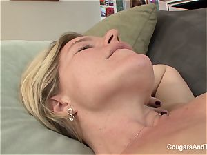 blonde cougar gets tongued by her stepdaughter