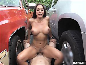 Rachel Starr screwed inbetween two cars