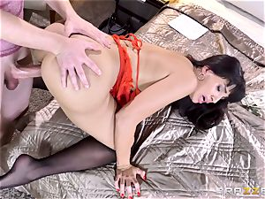 escort Mercedes Carrera gives a surprise client a red-hot session