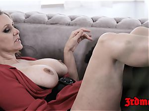 queen Julia Ann catapulting coochie with youthfull big black cock