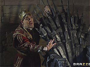 Daenerys Targaryen gets pounded by Jon Snow on the iron Throne