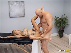 Bonnie Rotten gives the hottest paws