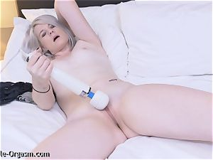 blondie Coed strokes heads For 2 with the vibrator